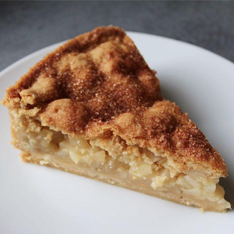 Muttis gedeckter Apfelkuchen Foto